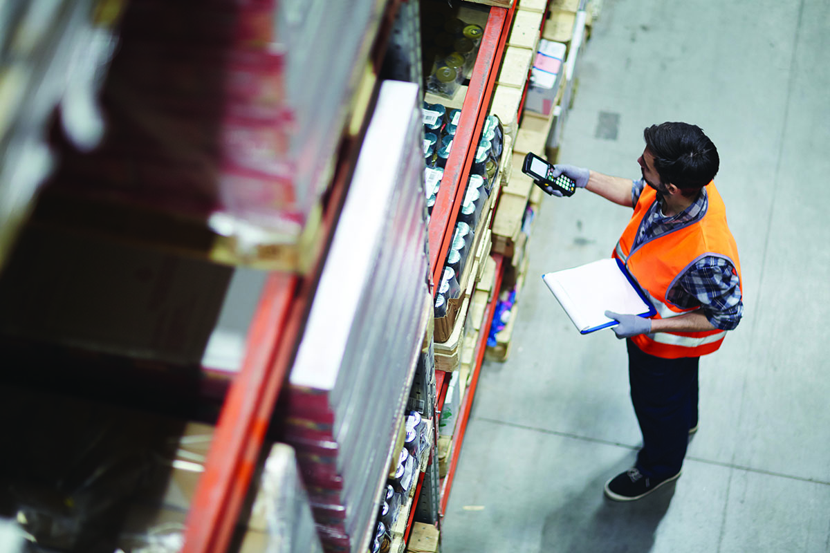First mile: process triggered by a customer order, for picking, packing, validation & transport